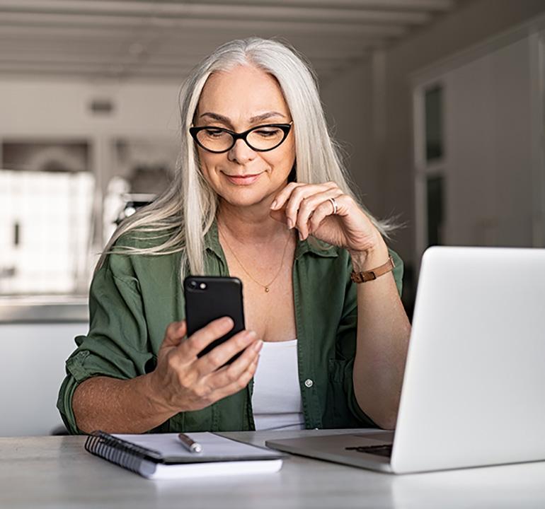 Qtego Virtual Fundraising Woman Using Mobile Bidding